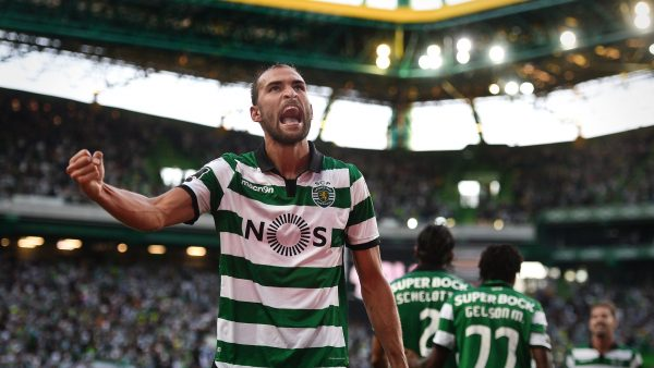 Sporting's Dutch forward Bas Dost celebrates a goal during the Portuguese league football match Sporting CP vs Moreirense FC at the Jose Alvalade stadium in Lisbon on September 10, 2016. / AFP / PATRICIA DE MELO MOREIRA        (Photo credit should read PATRICIA DE MELO MOREIRA/AFP/Getty Images)